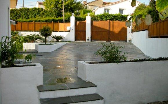 Modern Minimalist Garden by